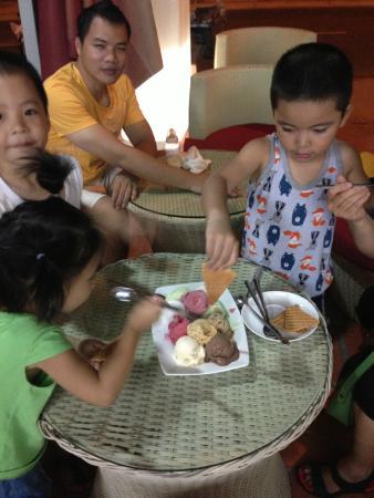 Binh Thuan Province, Vietnam : Cùng gia đình đến với Bellany Ice Cream để được thưởng thức các vị kem tuyệt vời của Bellany nhé