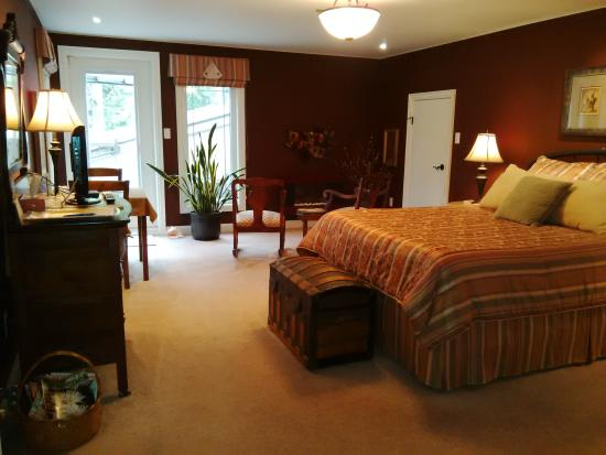 Colonial Creekside Grand Guest House