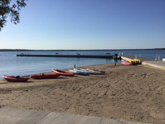 Quiet lakeside retreat