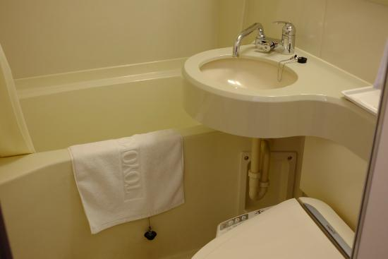 Toyoko Inn Asahikawa Ekimae Ichijo-dori: มีอ่างอาบน้ำให้แช่คลายเมื่อยที่เดินมาทั้งวัน