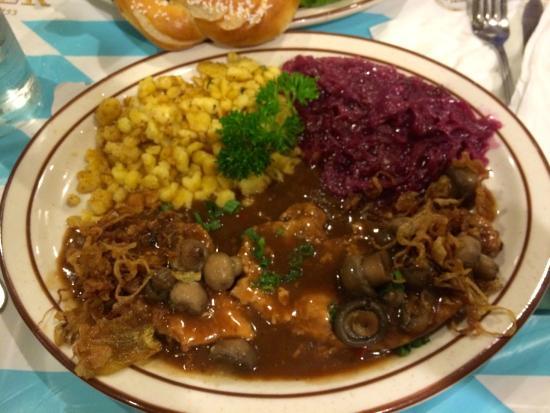 Helga's German Restaurant: Jäger Schnitzel
