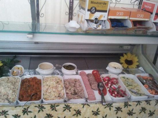 Lencloitre, França: Le buffet d'entrées