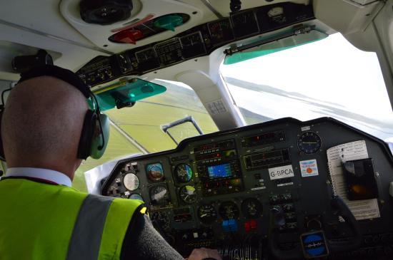 Loganair Orkney Island Sightseer Flight: On approach