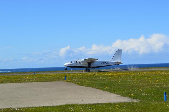 Loganair Orkney Island Sightseer Flight: Landing on Papay. Papa Westray. PPW