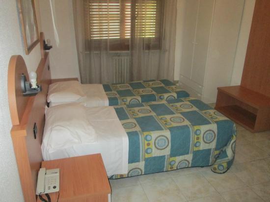 Hotel Dujany: Beds are very small/narrow.