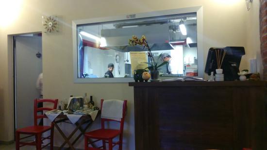 La cucina a vista - Picture of Locanda Regina, Orbassano - TripAdvisor