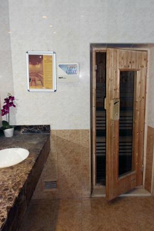 Fortune Classic Hotel Apartments: Sauna Room