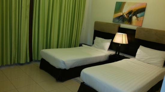 Fortune Classic Hotel Apartments: Room with Two single beds