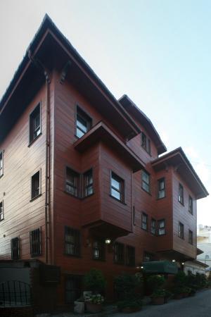 Rose Garden Suites: exterior