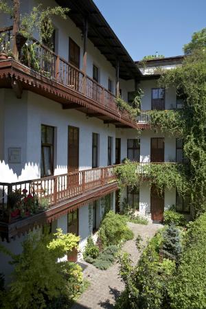 Globtroter Guest House - courtyard/garden
