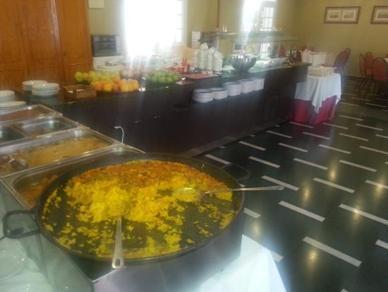 Hotel Caribe Rota: Comedor 5 día por fin cambian la mala comida y ponen paella ( estaba sin reposo y rapida no muy