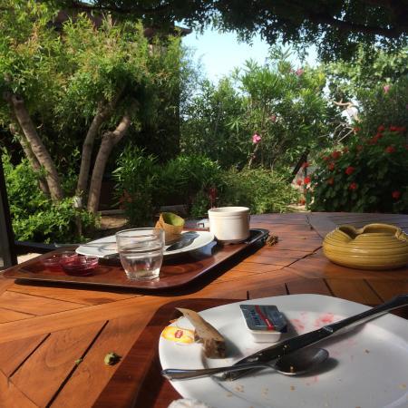 Hotel Rastoni: Breakfast in the garden