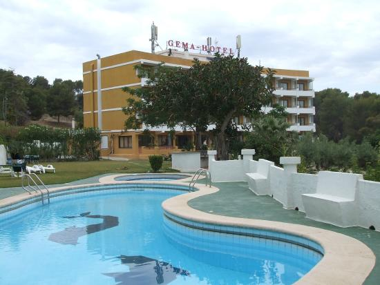 Gema Hotel: hotel seen from the pool