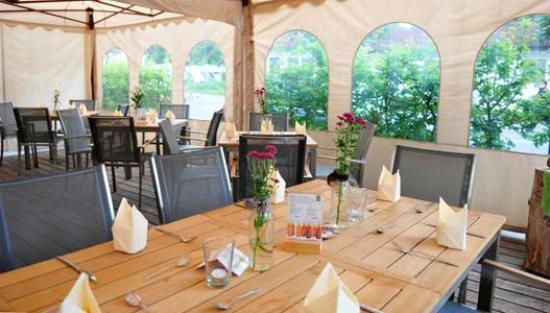 Strandhaus Restaurant: Unsere Möbel Im Biergarten Und Unseren Pagodenzelten