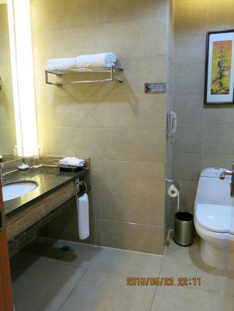 Century Sunshine Hotel: Bathroom