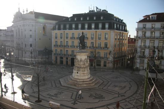 Royal Lisbon Hostel: Вид из окна