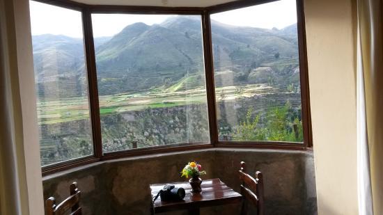 Eco Inn Colca: Vue du bow-window de la chambre.