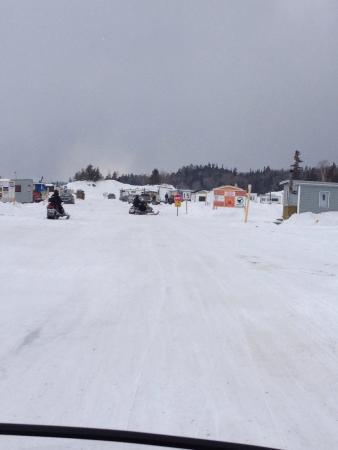 Les tentes pour la pêche dhiver bon marché