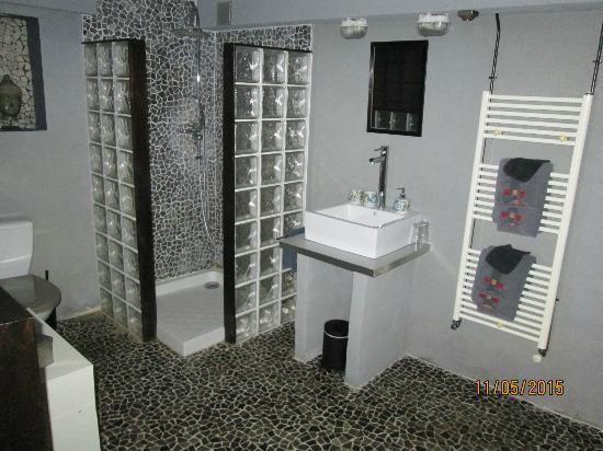 2 lampes de garage pour l 39 clairage c 39 est un peu juste et for Feng shui couleur salle de bain
