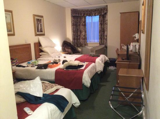 Mayfair Hotel : Our bedroom.