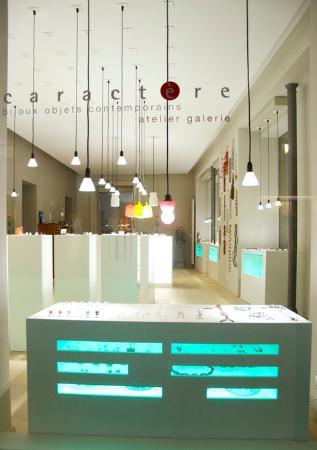 Caractère, atelier galerie bijoux et objets contemporains