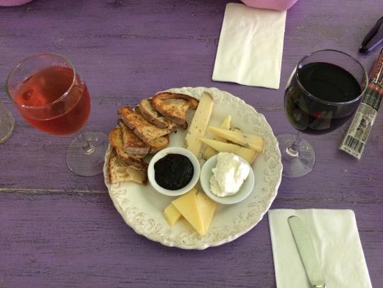 The Epicurean Connection: 3 cheeses with toasts and jam...