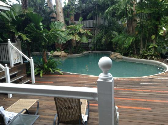 Palm Cove Tropic Apartments: pool