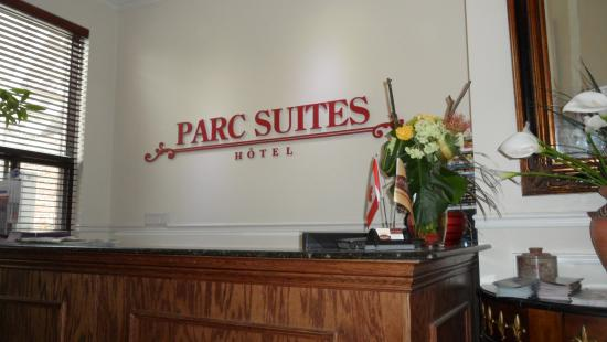 Parc Suites Hotel : front desk