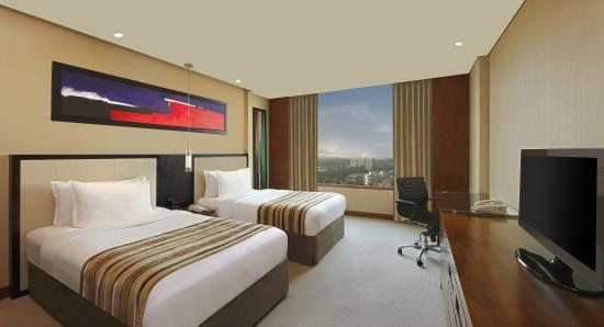 DoubleTree by Hilton Hotel Pune - Chinchwad: Twin Guest Room view