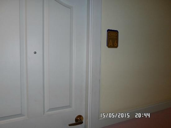 Vista Residence Bangkok: Room Door