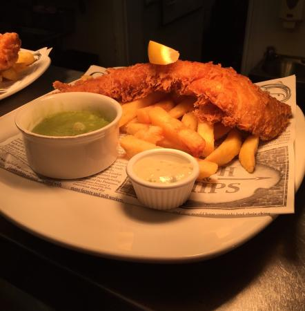 The Norwood Arms: Award winning fish and chips!!
