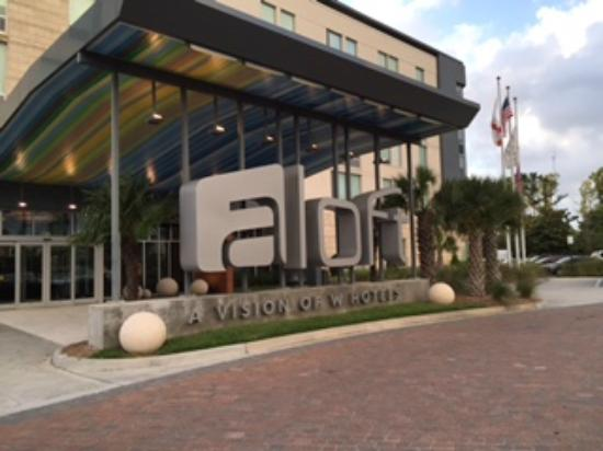 Aloft Jacksonville Tapestry Park: Front of the hotel and entrance