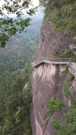 Wanfo Mountain of Huaihua: The path on the rook