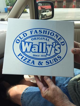 Wally's Old Fashioned Pizza & Subs: Always a pleasure! Love Wally's! 5 dollar special for lunch is 4 pieces of pizza and a pop