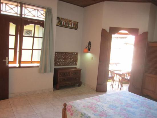 Agung & Sue Watering Hole II: Room/ suite