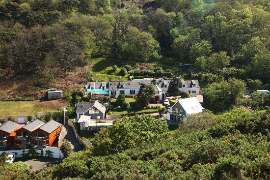 Undercliff Guest House: Ansicht vom Wanderweg aus
