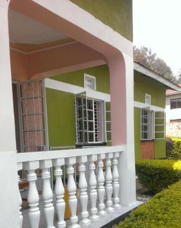 Bahumura Home: Entrance