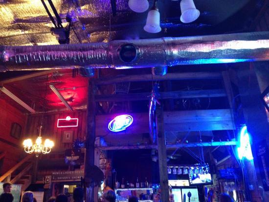 Dave's Modern Tavern: photo1.jpg