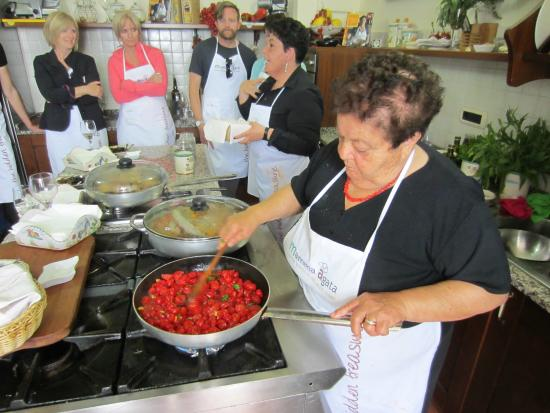 Mamma Agata - Cooking Class : cooking in the kitchen