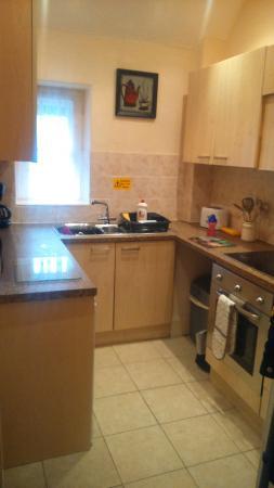 Morwenna Holiday Apartments : Kitchen of apartment 3