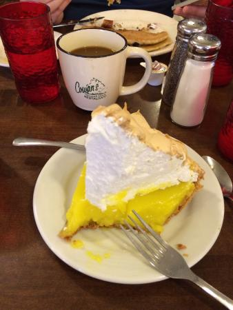 Cowan's Restaurant: Pie after breakfast? Yes!!!