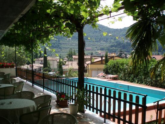 Piscina hotel giotto foto di hotel giotto garda - Hotel con piscina verona ...