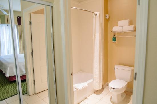 Homewood Suites by Hilton College Station: Bathroom