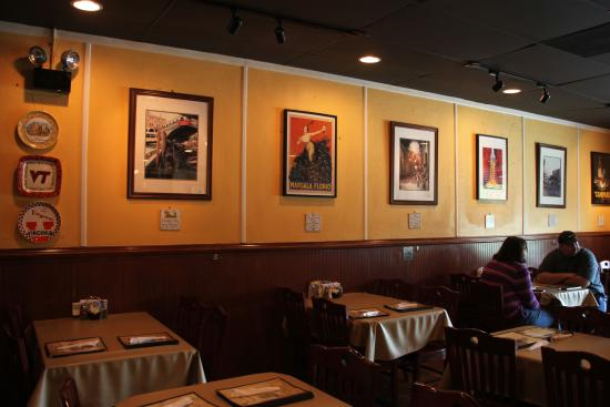 Pino's Italiano & Grill: Table Seating Along the Wall