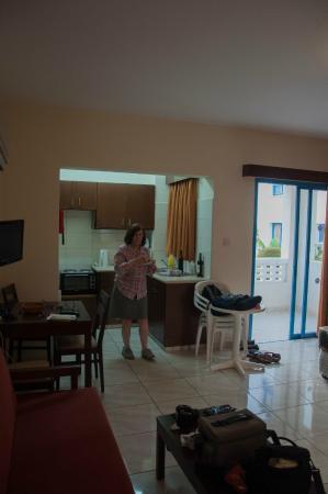 Kefalonitis Hotel Apts.: the kitchen area joins the bedroom/livingroom