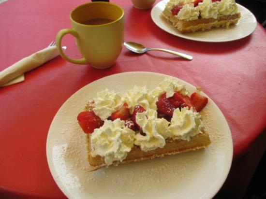 Wannawafel: Waffle & Whip cream with berries