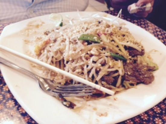 Thunwa Thai Cuisine: Pad Thai with Beef