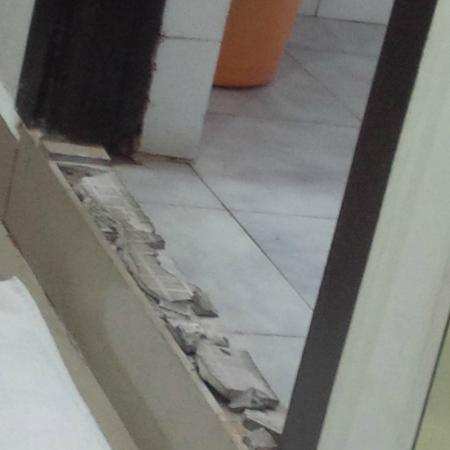 Aditya Inn Gachibowli - I : The broken tiles at the bathroom entrance of my room
