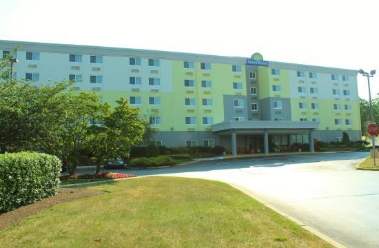 Egg Harbor Township, نيو جيرسي: New Exterior Paint Days Hotel
