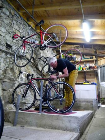 Les Dix Arches: The bike room where we could adjust our bikes and store them.